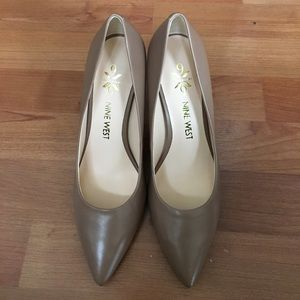 New Nine West nude pumps